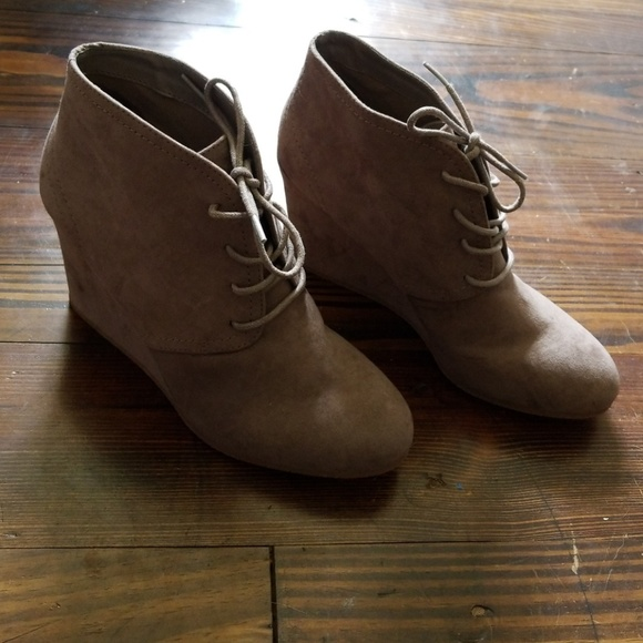 5c0d86fde43a Arizona Jean Company Shoes - Taupe Wedge Bootie 9